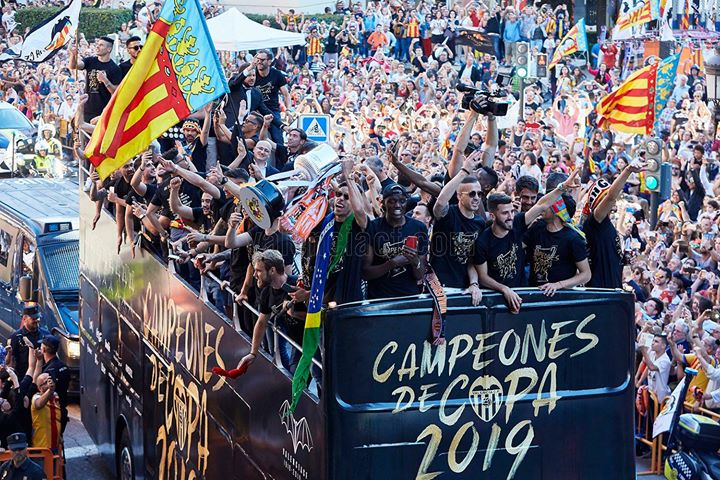 Valencia CF team on a bus celebrating the Campeones de Copa