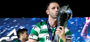 Sporting CP soccer player kissing trophy